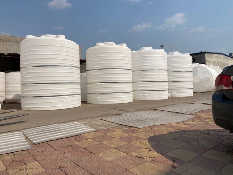 5吨大型加厚塑料储罐(图1)