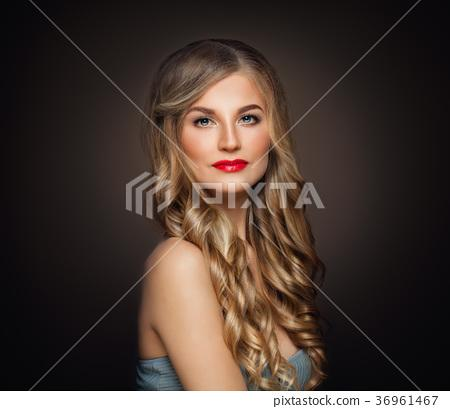 Beautiful Woman with Blonde Wavy Hairstyle-图库照片 [36961467] - PIXTA