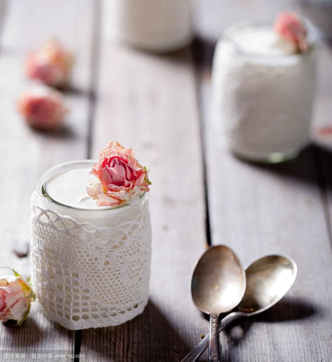 希腊酸奶,花边,玻璃,玫瑰,调味品,垂直画幅,奶制品,古老的,奶油,古典式